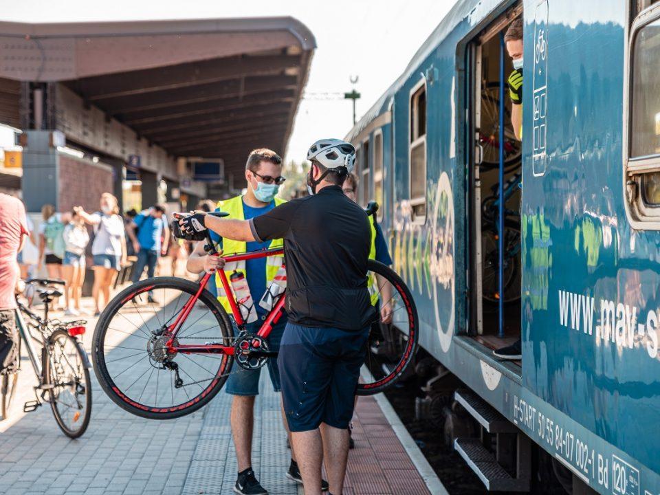 kerékpár máv vonat nyár