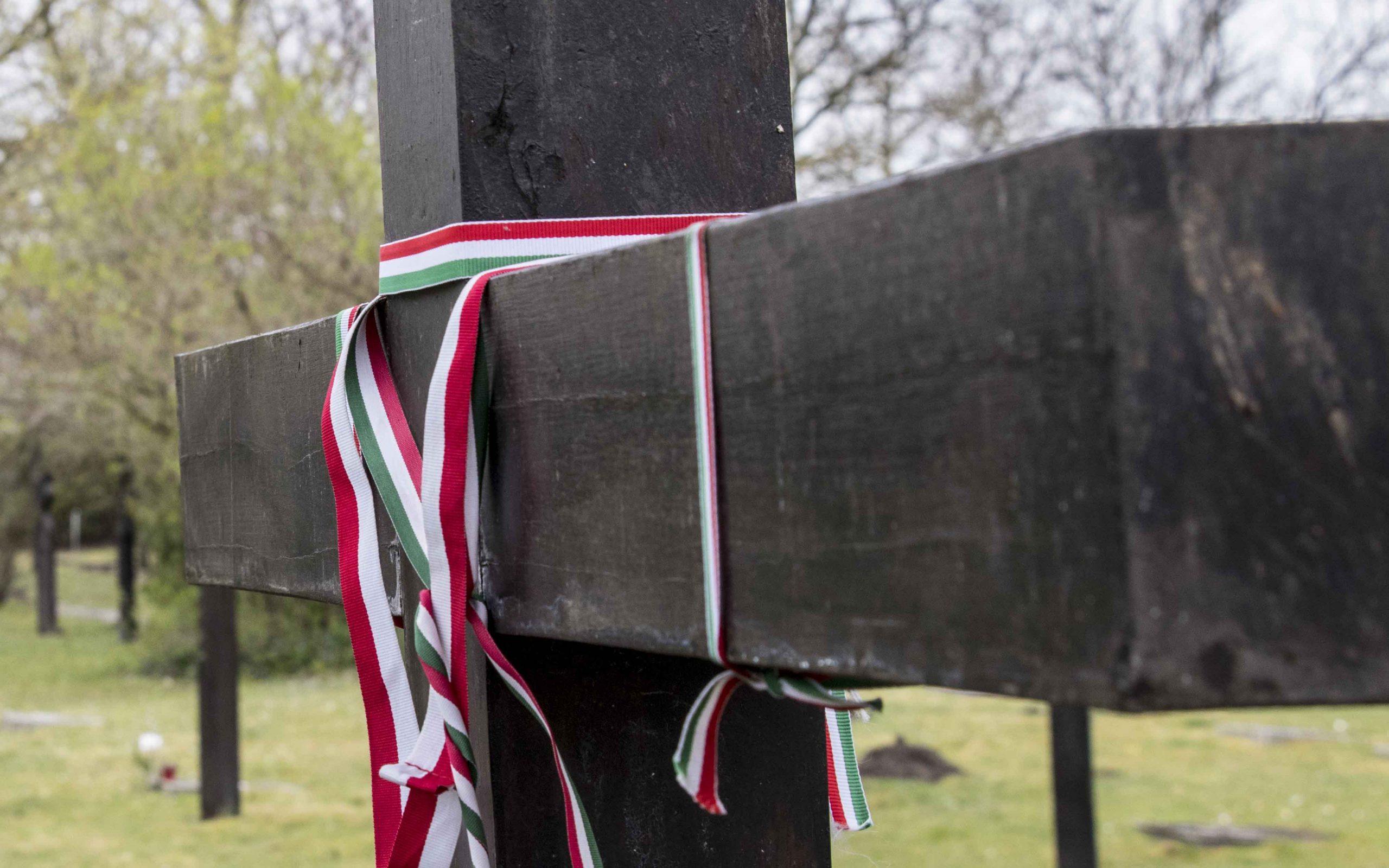 temető magyar zászló