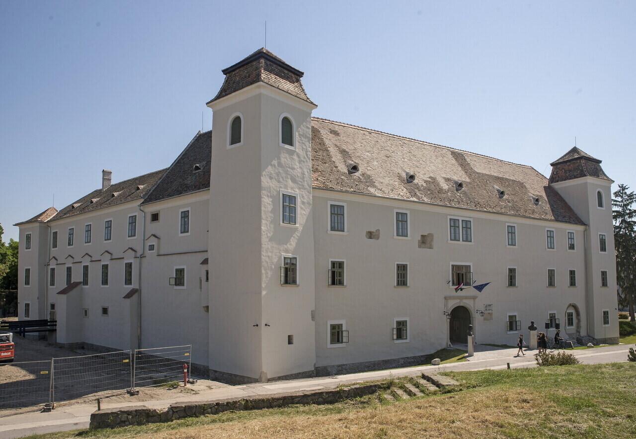 Átadták a mosonmagyaróvári vár turisztikai fejlesztését