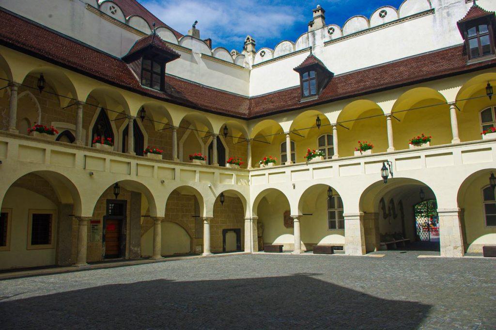 Pozsonyi óvárosháza udvara
