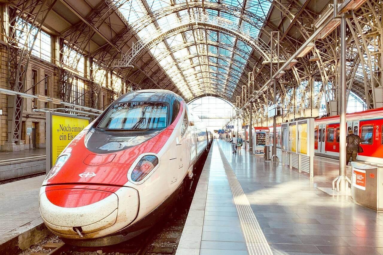 frankfurt-am-main- németorszg vasút vonat nagy sebességű