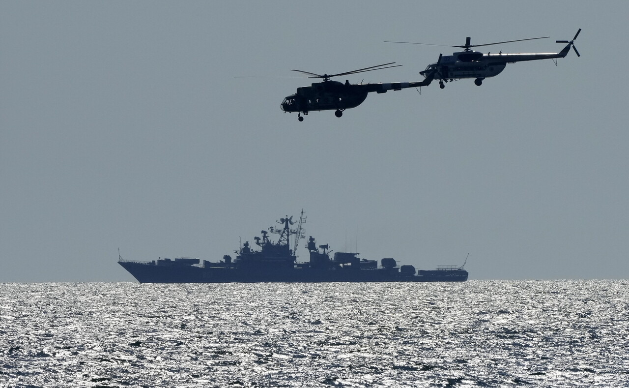 Sea Breeze hadgyakorlat a Fekete-tengeren ukrán helikopterek