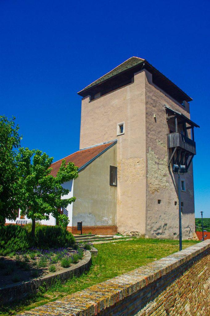 A Csonka-, más néven Öreg-torony a dunaföldvári várban