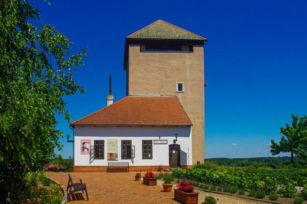 A dunaföldvári vár Csonka - vagy más néven Öreg tornya