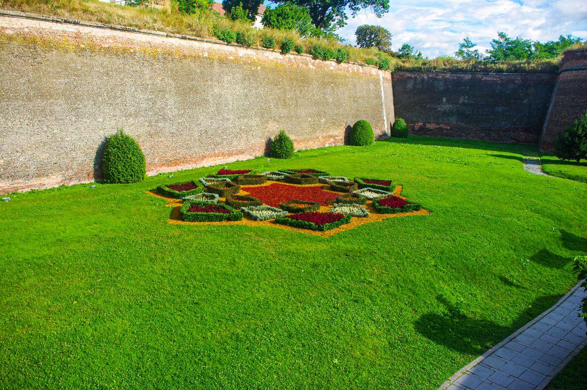 A gyulafehérvári vár virágokkal megjelenítve