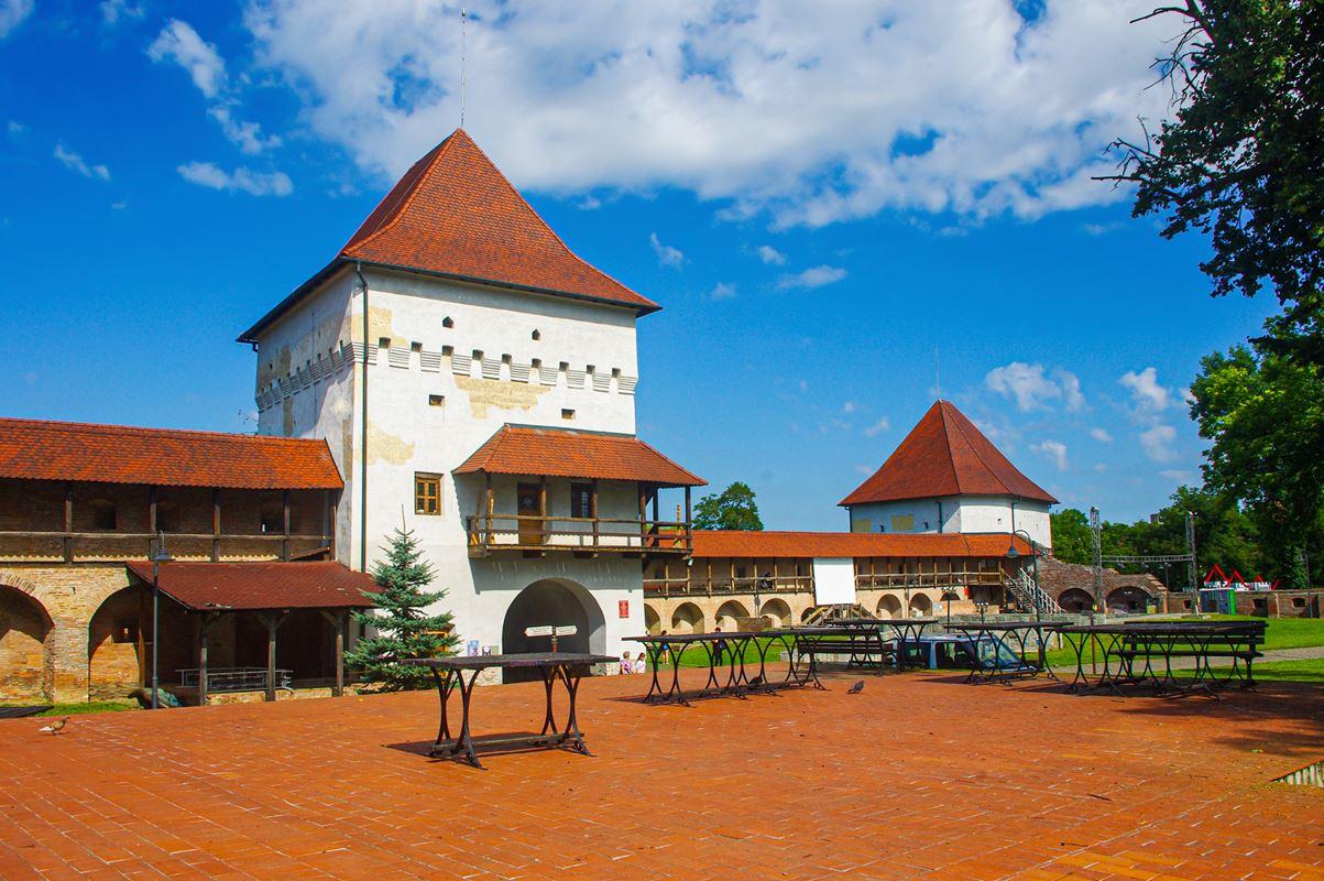 A marosvásárhelyi vár Kapu - és Szabó-tornya