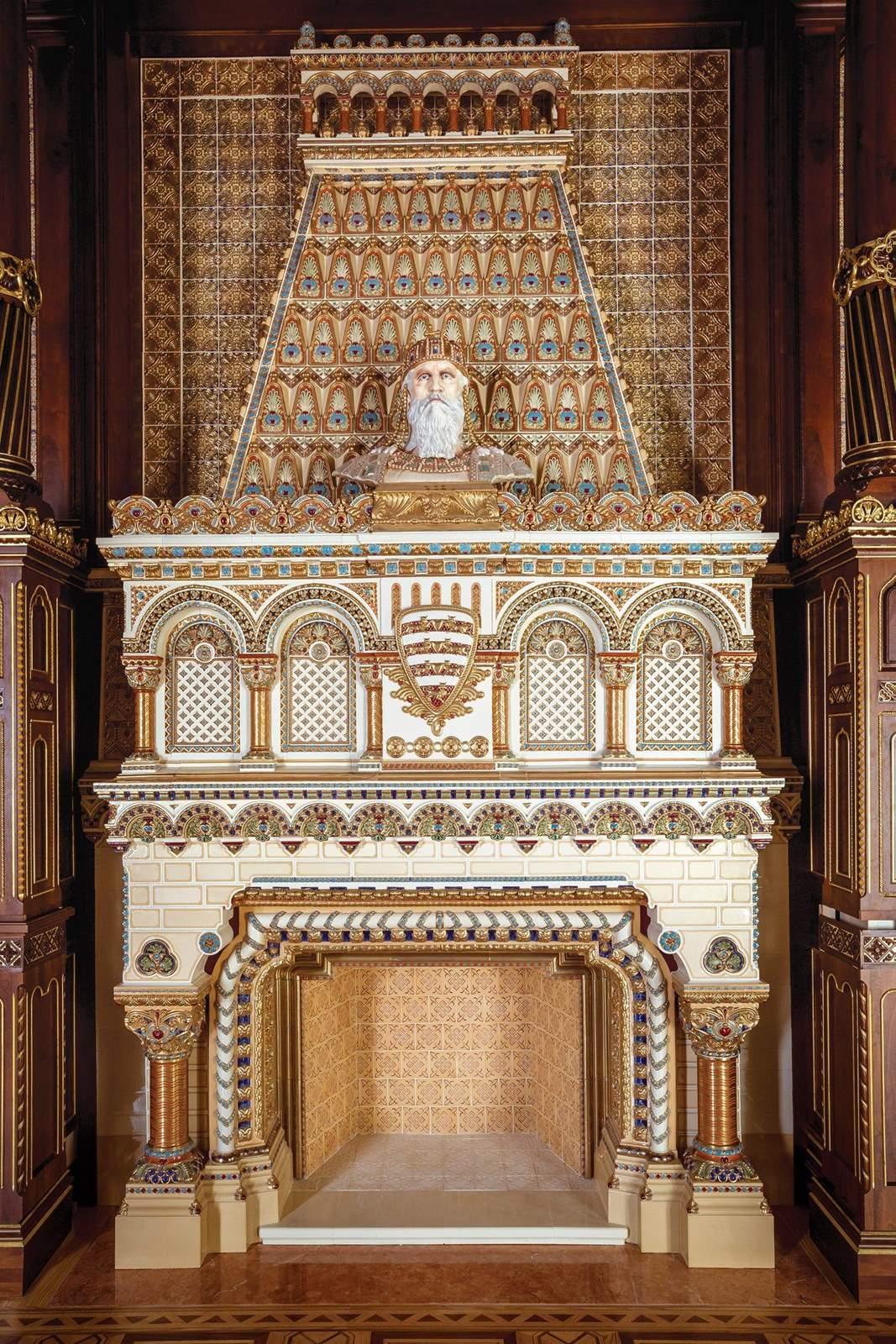 A teljes történeti hűséggel rekonstruált Szent István-terem kányha díszes (Copy)