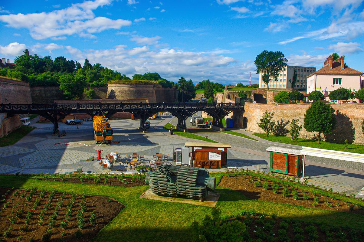 Híd a várba és a várárok Gyulafehérváron