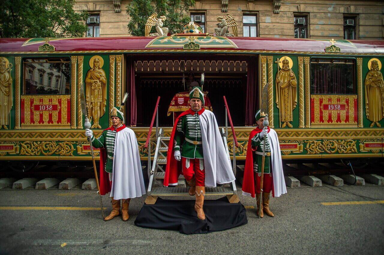 Aranyvonat a Kossuth téren