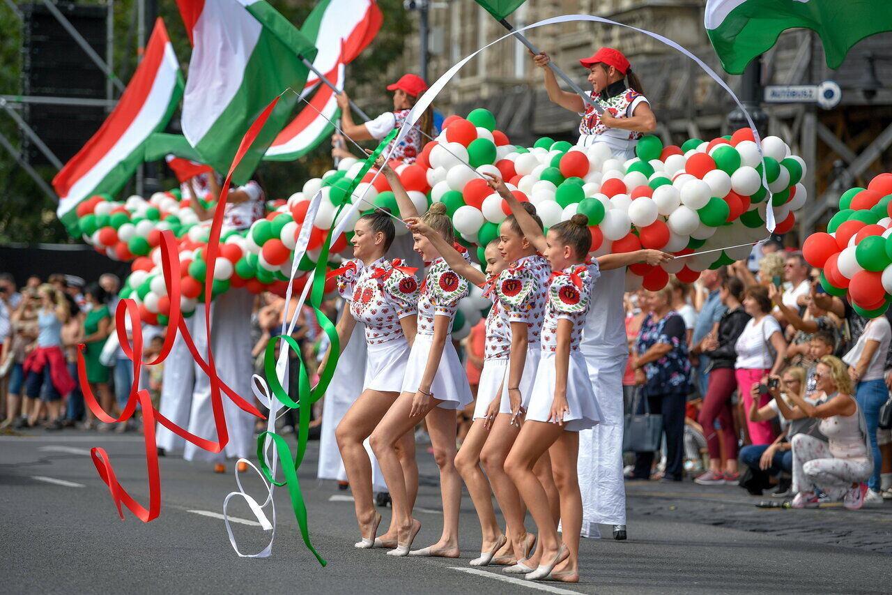Augusztus 20. - Felvonulás az Andrássy úton