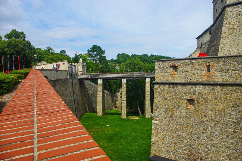 A fraknói vár hídja