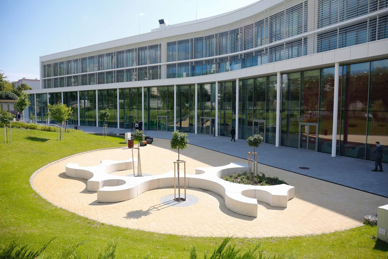 Átadták a pécsi orvoskar új oktatási és kutatási épületét. Fotó: MTI