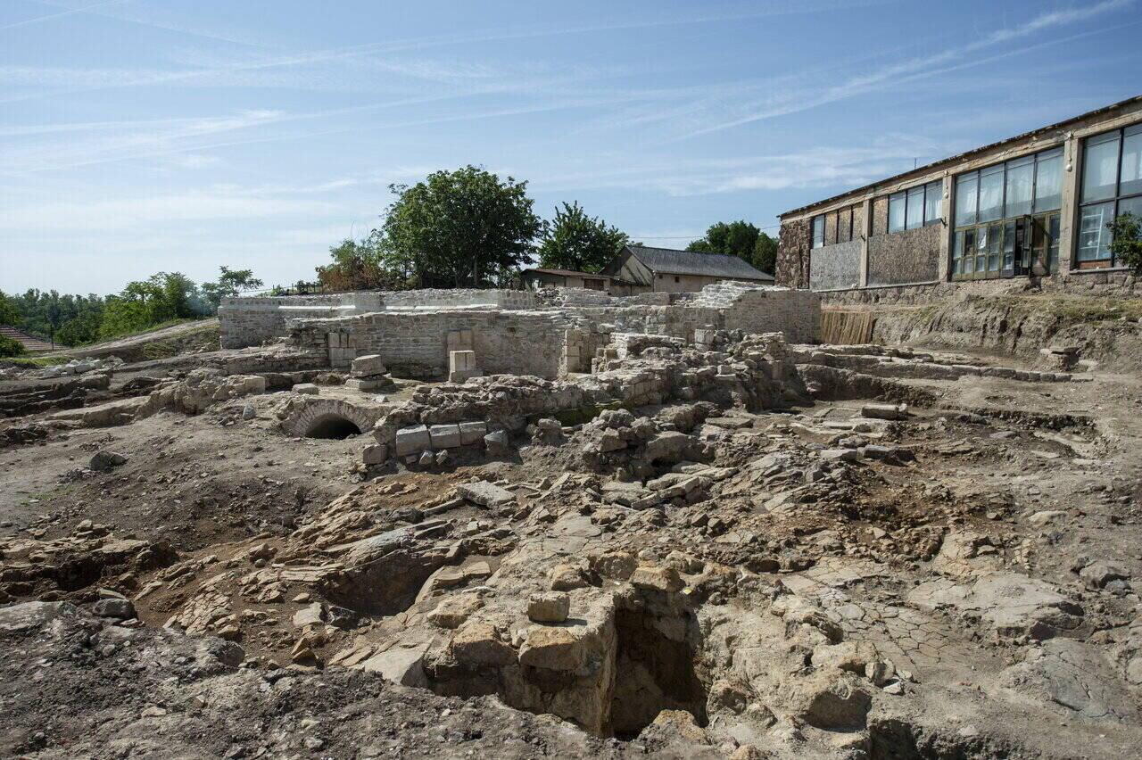 Abasár, sztélé