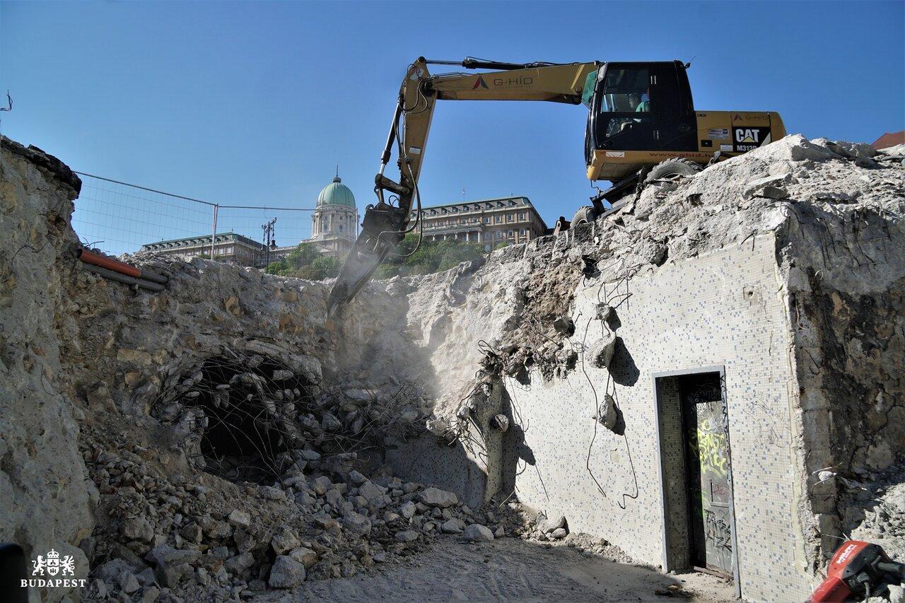 A Lánchíd felújítás közben