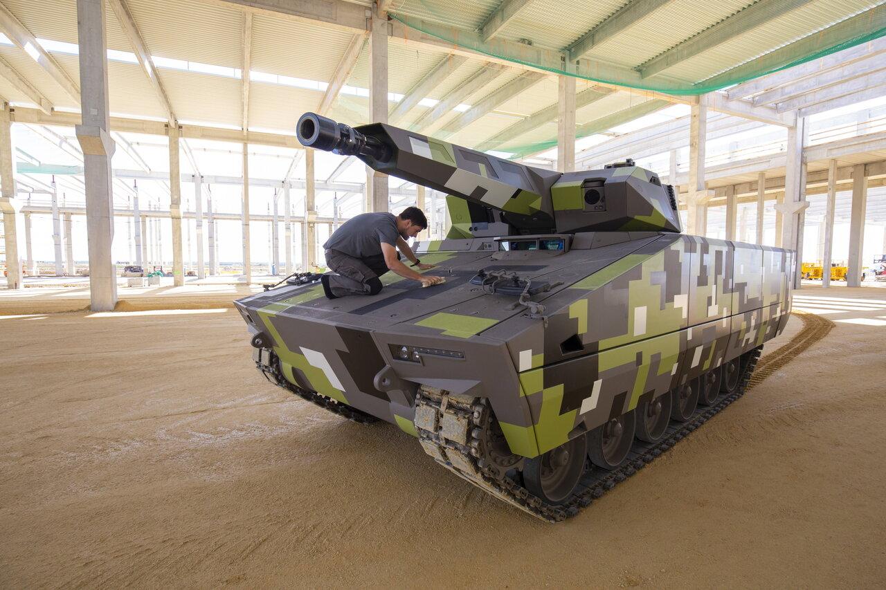 A Lynx-harcjármûgyár bokrétaünnepsége Zalaegerszegen
