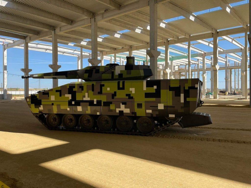 Lynx gyalogsági harcjármű az épülő gyárban