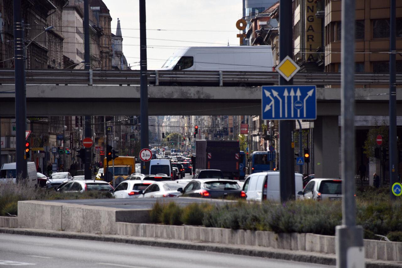 Forgalom a Rákóczi úton